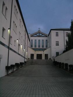 Abbey_entrance_2