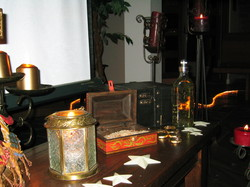 Gold_frankincense_and_myrrh_1