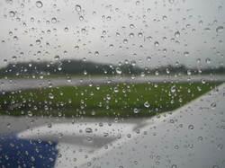 Raindrops_on_window_1