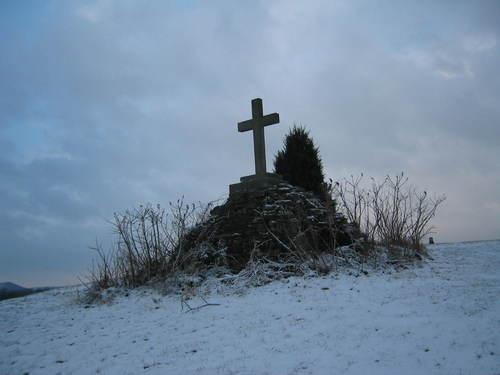 Cross_in_snow